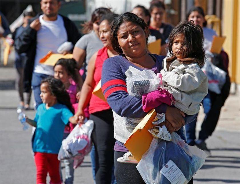 Muchos hijos de migrantes escribieron a Anna y le contaron que no podían costearse la Universidad (Foto: EFE)