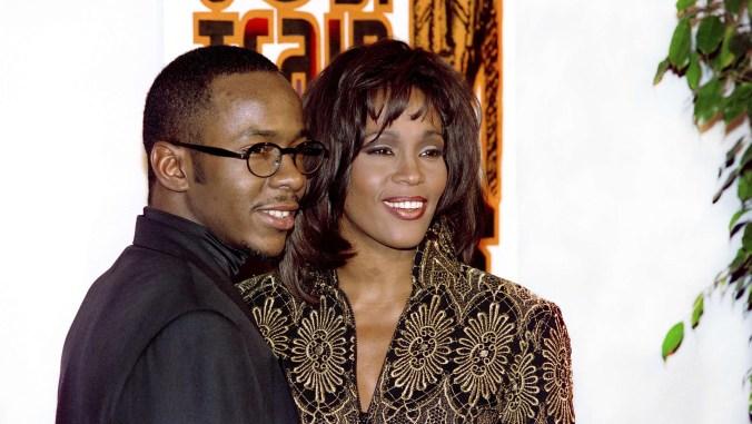 Whitney Houston y su esposo Bobby Brown en 1994 (AFP PHOTO VINCE BUCCI)