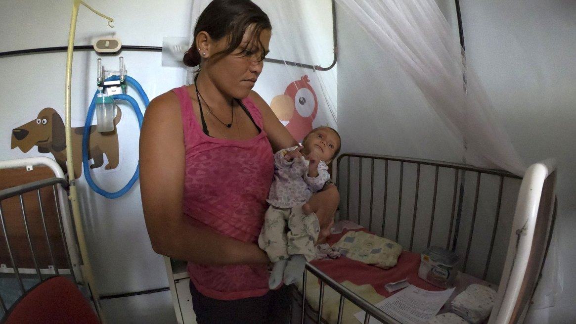 Elder, una pediatra con 32 años de ejercicio, no recuerda una precariedad semejante (AFP)