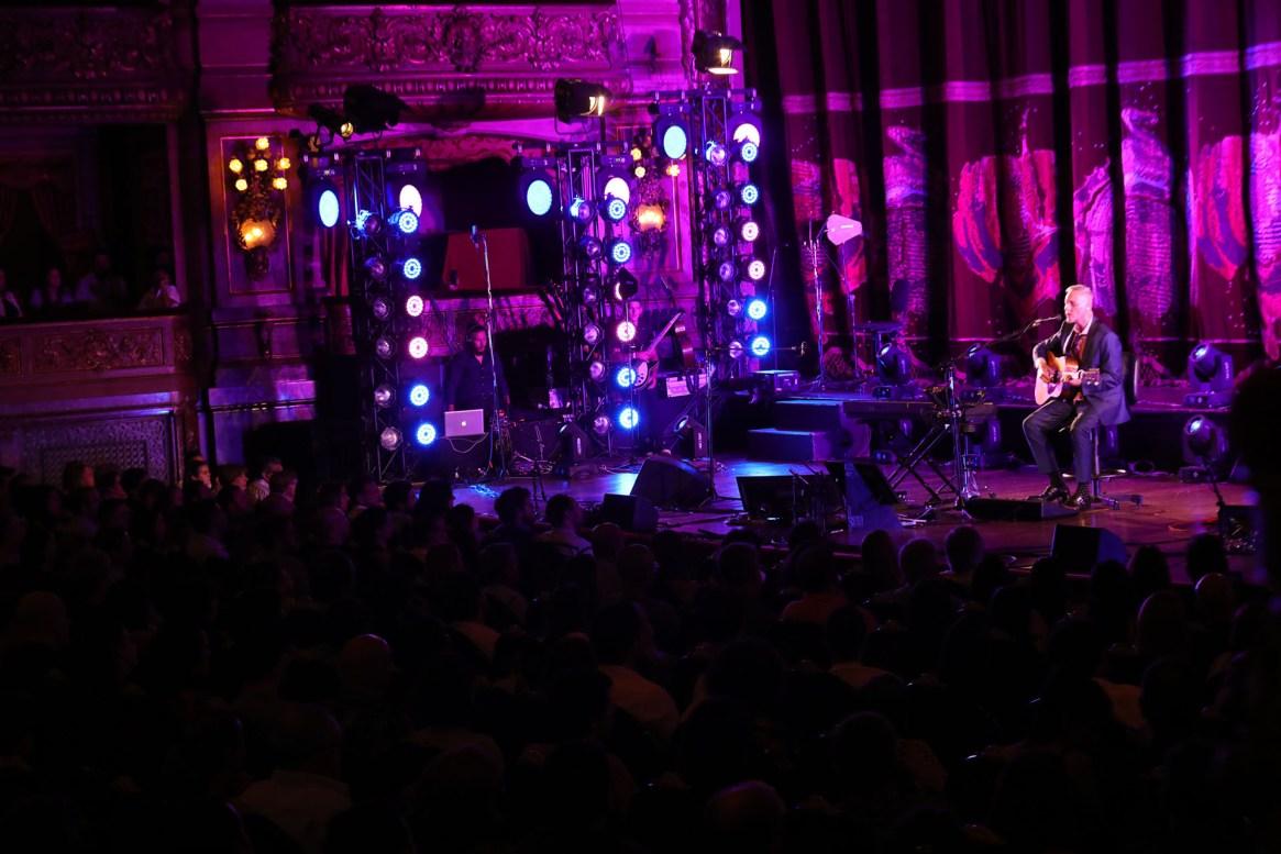 Pedro Aznar se presentó en el Teatro Colón con un gran concierto en el cierre de su gira Resonancia (Fotos: Christian Bochichio/Teleshow)