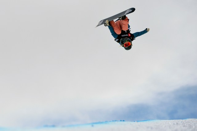 Chloe Kim durante una competición en Park City, Utah. (AP Photo/Alex Goodlett)