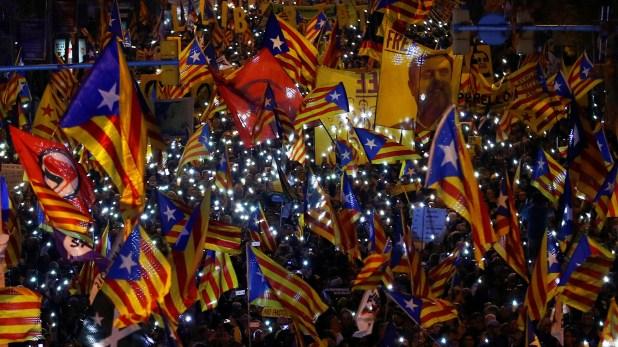 Cataluña fue el escenario de una masiva protesta contra el enjuiciamiento a los independentistas catalanes (REUTERS/Juan Medina)