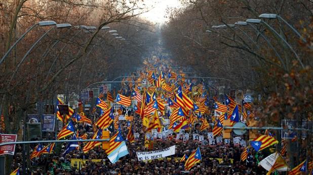Miles de personas participaron de la manifestación contra el juicio a los independentistas catalanes (REUTERS/Juan Medina TPX IMAGES OF THE DAY)