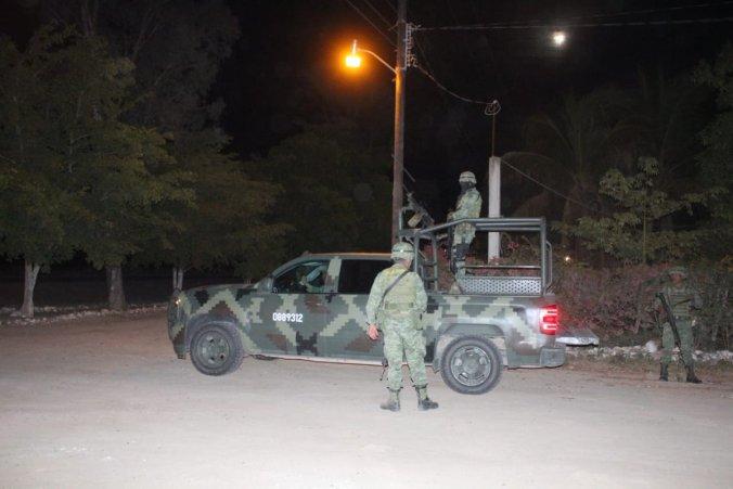 Militares apoyaron la detención de los tripulantes y resguardaron la zona (Fotos: Cortesía @capital21)