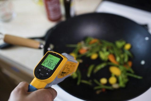 Los investigadores midieron la contaminación que generan distintas tareas habituales del hogar, como cocinar y limpiar(Callie Richmond/HOMEChem)
