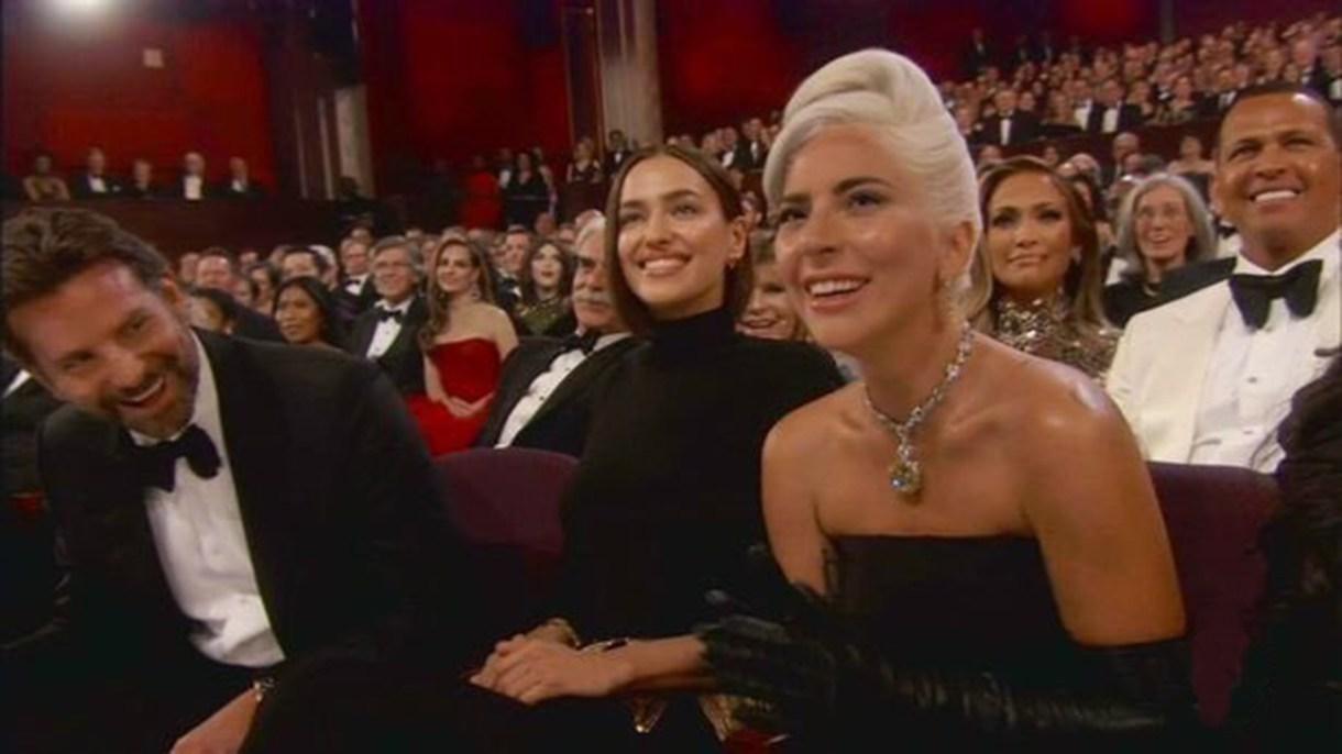 Irina Shayk se sentó entre Bradley Cooper y Lady Gaga Gaga en la primera fila del Dolby Theatre.