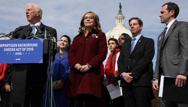 Legisladores demócratas presentan la propuesta en conferencia de prensa en Washington (REUTERS/Jonathan Ernst)