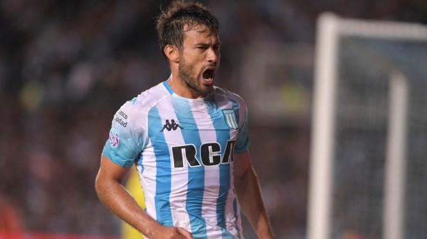 Cvitanich festeja su conquista, que fue la única de Racing en el partido frente a Estudiantes y que valió tres puntos. (Télam)