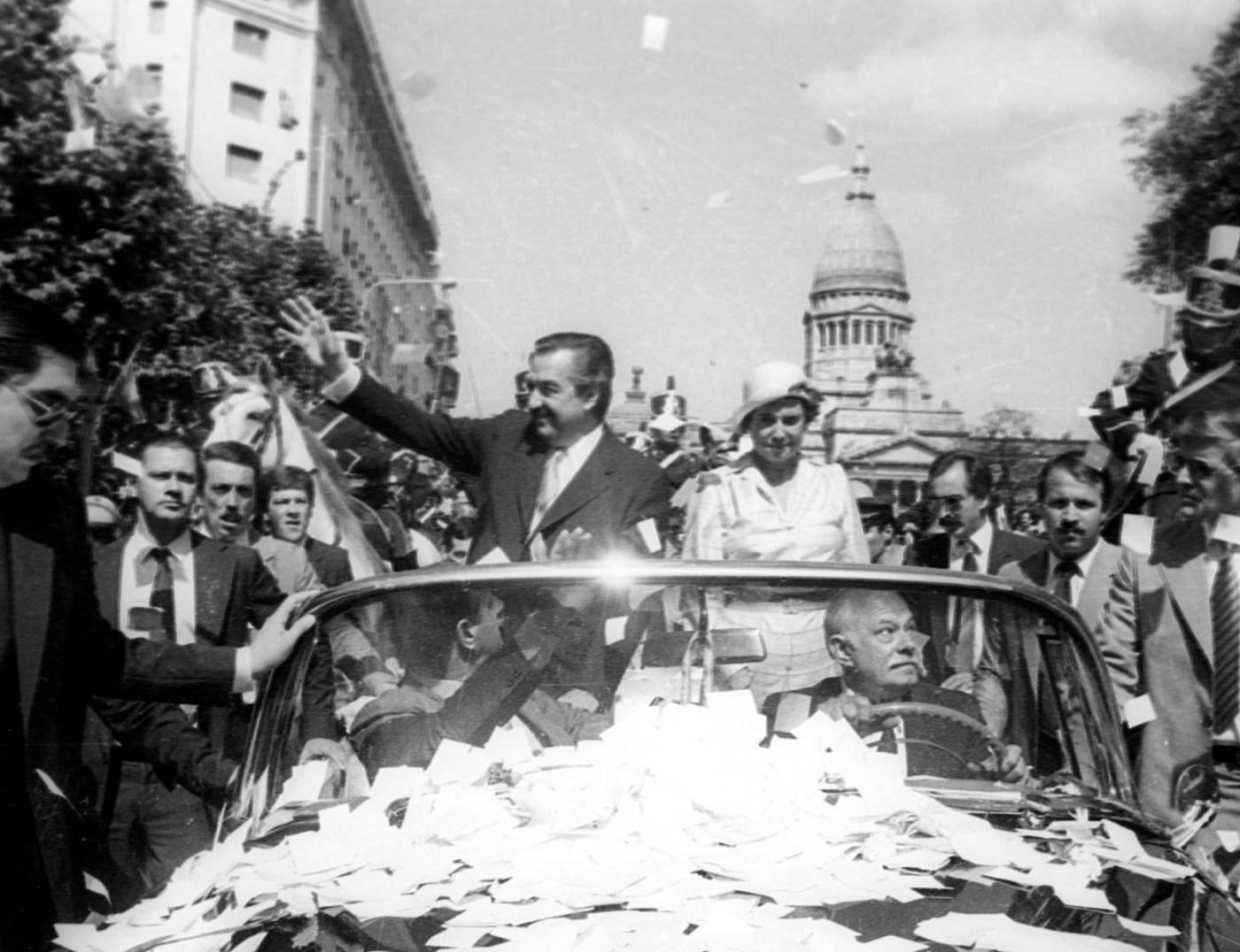 El 10 de diciembre de 1983 Raúl Alfonsín asumió la presidencia del país