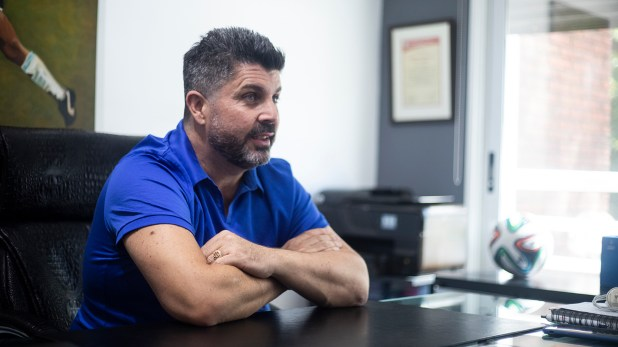 """""""La única plata que se lava en Defensa y Justicia es la que se olvidan los jugadores en los pantalones"""", bromeó (Matias Baglietto)"""