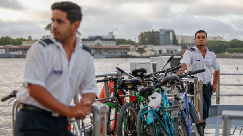Los pasajeros pueden trasladar sus bicicletas en las lanchas