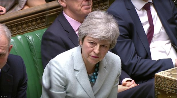 Theresa May has sido criticada por algunos de los miembros del Partido Conservador por negociar con la oposición. (TV/via REUTERS)