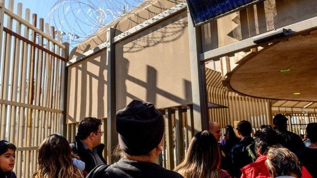 Enriquez cruza la frontera hacia Estados Unidos con frecuencia (The New York Times)