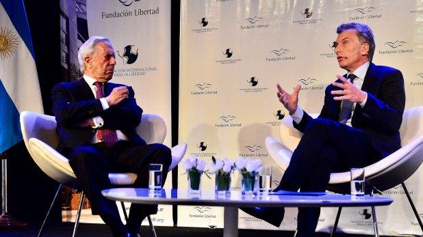 Mauricio Macri junto a Mario Vargas Llosa (Presidencia de la Nación)