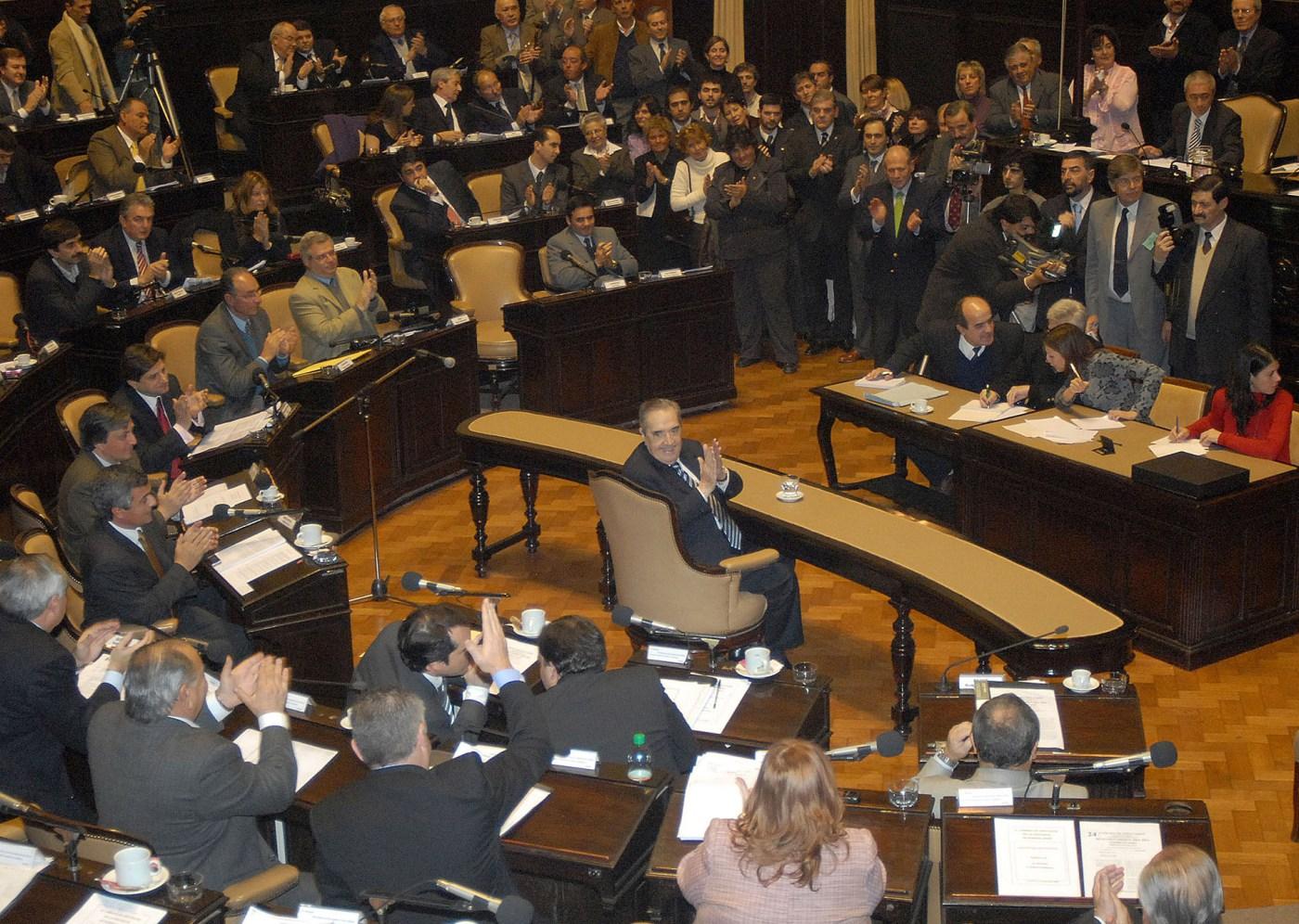 """Durante una emotiva ceremonia que se desarrolló en la Cámara de Diputados bonaerense, Alfonsín fue declarado """"Ciudadano Ilustre"""" de la provincia"""