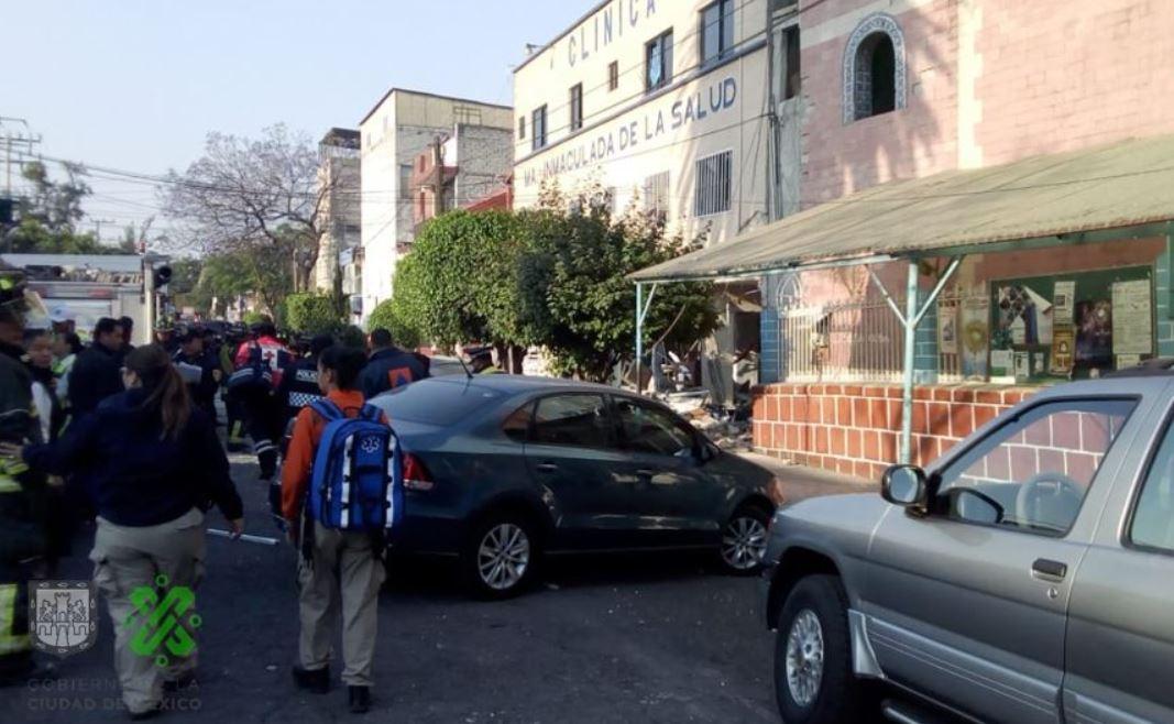 Alrededor de las 07:00 horas de esta mañana se registró el percance en la Clínica María Inmaculada de la Salud (Foto: @OVIALCDMX)