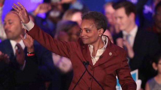 La alcaldesa electa de Chicago saluda a sus seguidores (AFP)