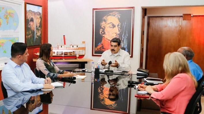 Las reuniones de Gabinete también las hace en su despacho (Twitter: @NicolasMaduro)