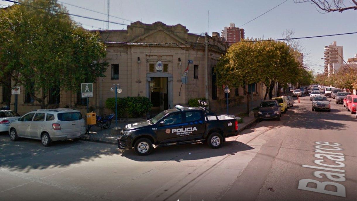 La Comisaría Seccional n° 3 de la ciudad de Santa Fe en donde X. estuvo detenida por un par de horas