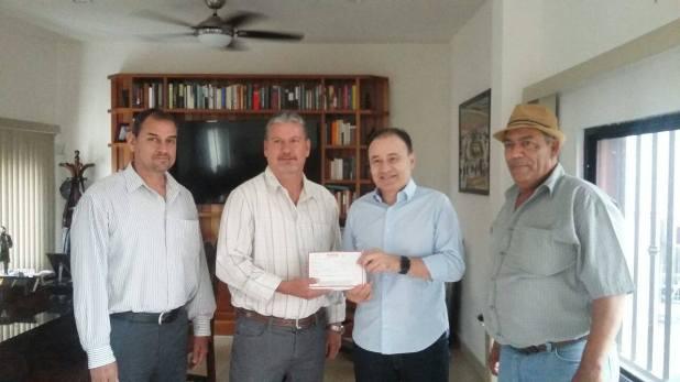 Aboyte (segundo de izquierda a derecha), junto a Alfonso Durazo (tercero de izquierda a derecha), actual Secretario de Seguridad Pública de México, en 2016 (Foto: Facebook @Alfonso Durazo