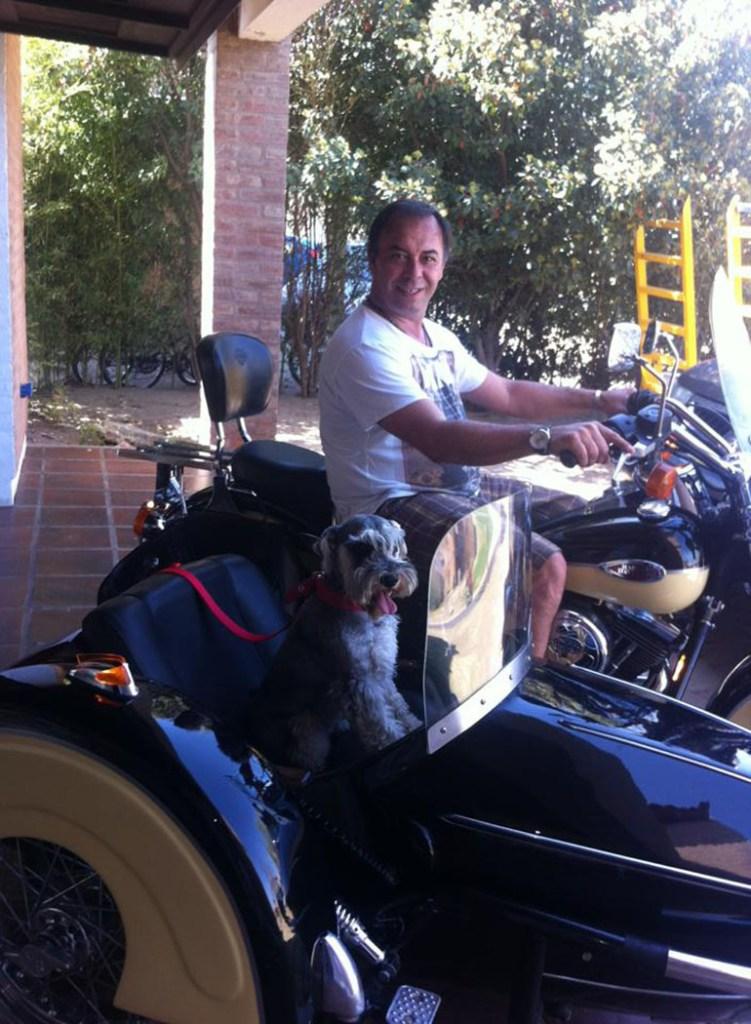 Desumvila tiene tres hijos y siempre le gustaron las motos y los autos