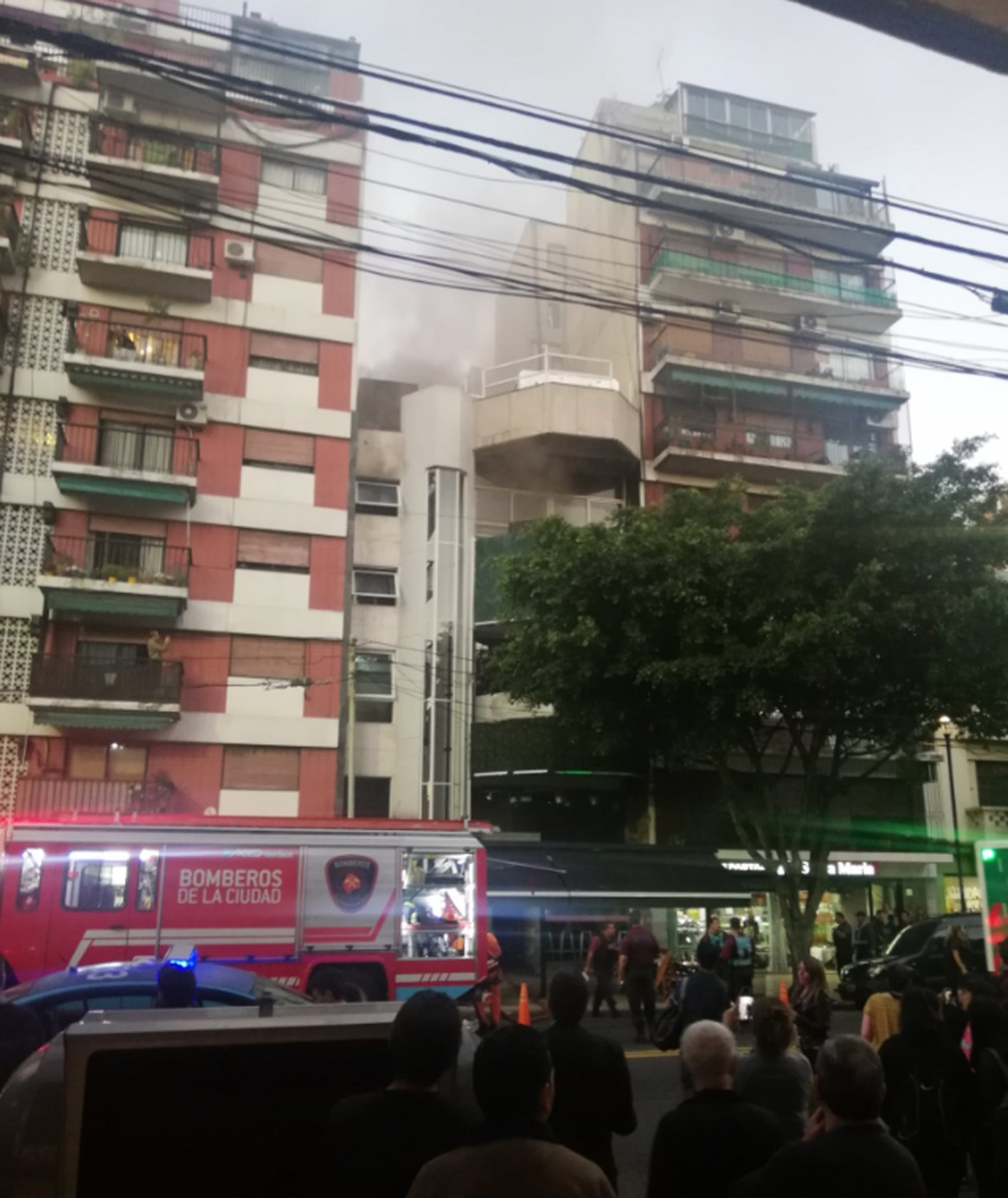 El incendio comenzó en un cuarto destinado como depósito