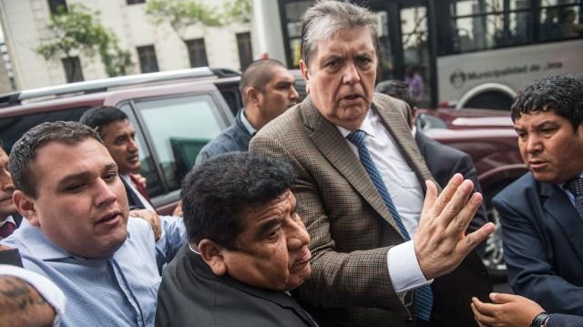 En sus últimos años, García se vio acorralado por pruebas y testimonios en su contra por un presunto esquema de lavado de dinero y pagos ilícitos de constructoras y firmas para hacerse de licitaciones