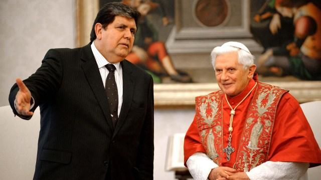 El líder aprista siempre mantuvo una relación cercana con la iglesia. En 2009, visitó al entonces papa Benedicto XVI