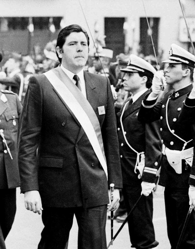 García, en un desfile militar por el Día de la Independencia, en 1988