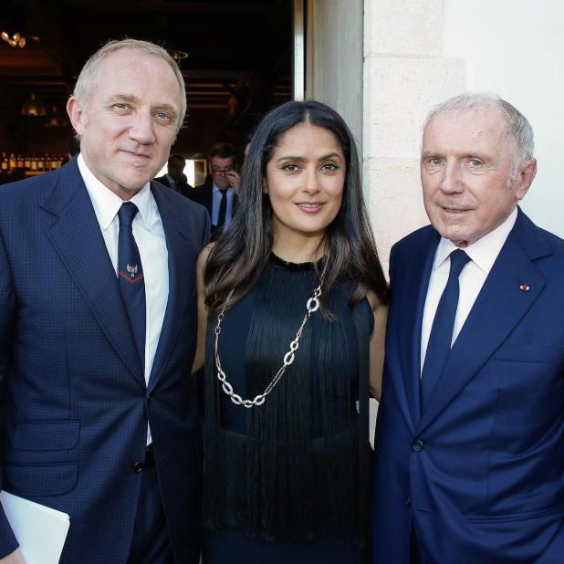 La foto que compartió Salma en instagram, junto a su marido y su suegro