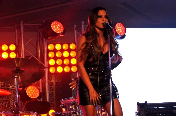 Emilia Mernes también cantó en la fiesta