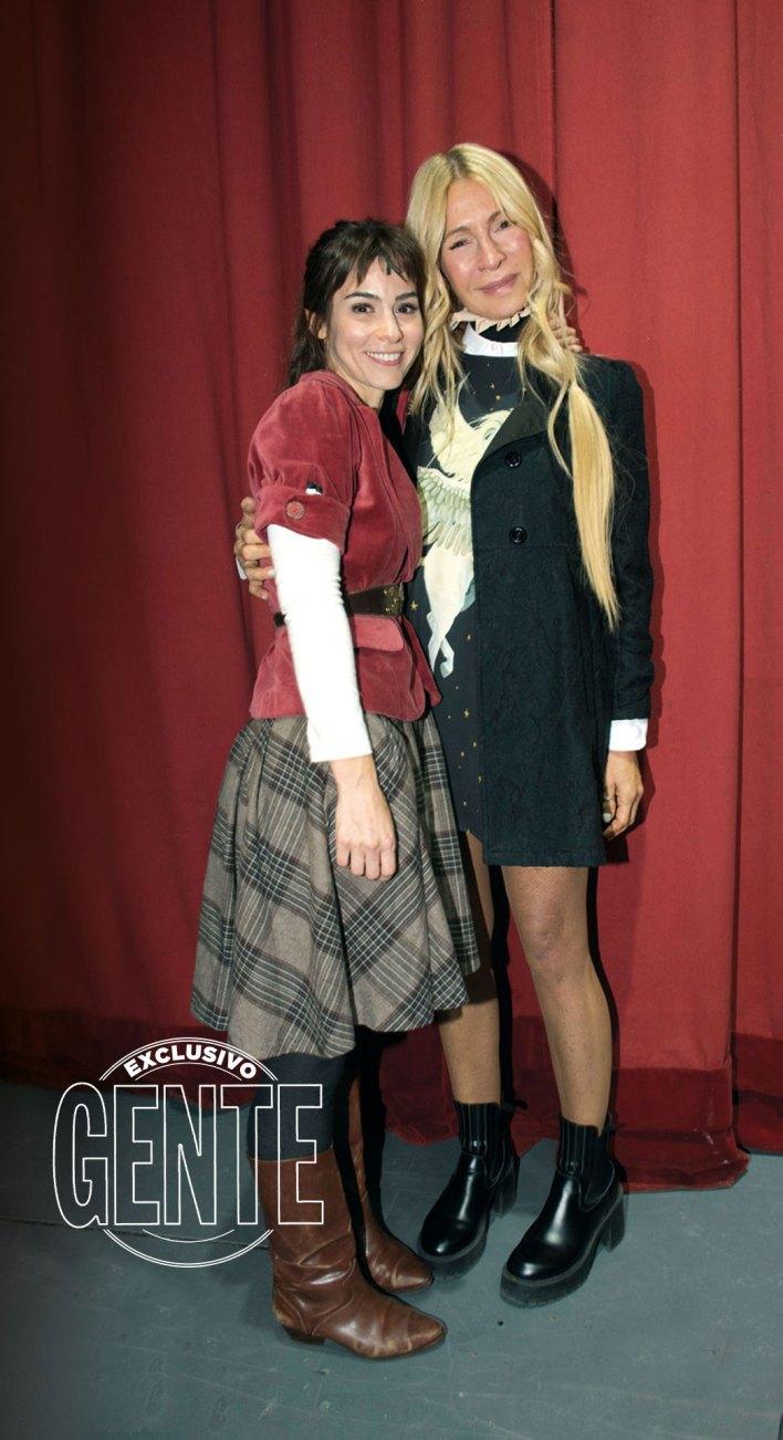 Paula junto a Cris Morena, que la fue a ver al estreno de Once, una vez en la vida. Foto: Fabián Uset/GENTE