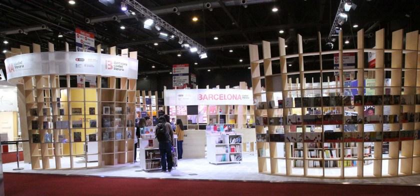 El stand de Barcelona, en el pabellón amarillo de la Feria del Libro