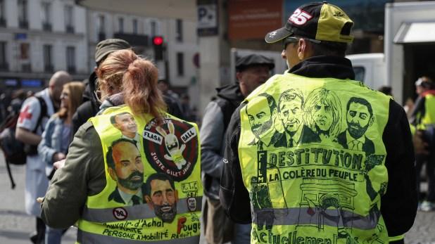 Los chalecos amarillos piden la destitución del presidente