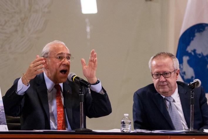 José Ángel Gurría, secretario general de la Organización para la Cooperación y el Desarrollo Económicos (OCDE), y Carlos Urzúa, secretario de Hacienda y Crédito Público (SHCP) (Foto: GALO CAÑAS /CUARTOSCURO)