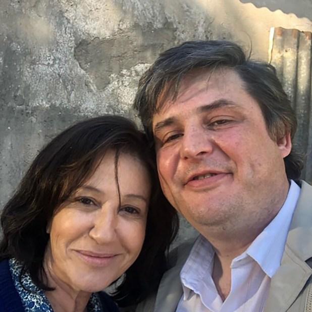 Gabriel Schultz y Mercedes Morán, en pleno rodaje de la serie de Maradona, y con un look bien propio de los 70(Instagram)