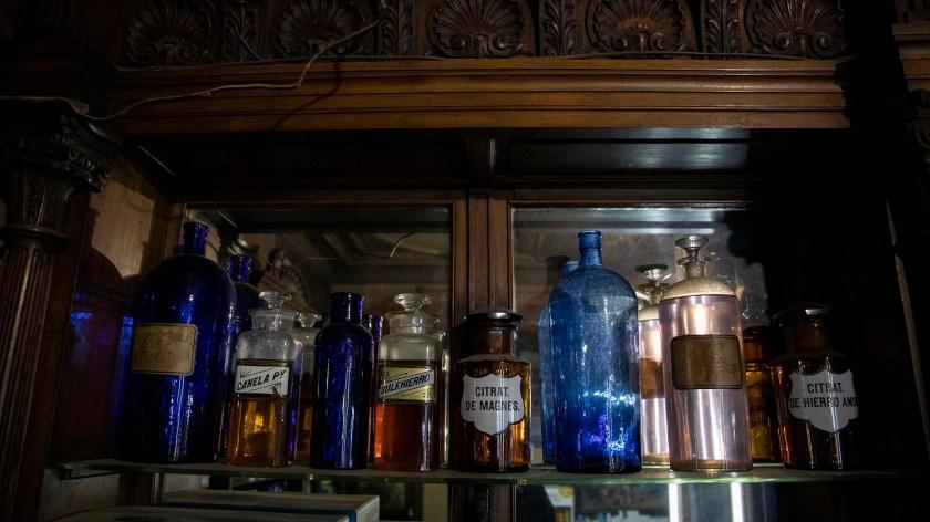 La Farmacia de la Estrella sigue atendiendo al público y también funciona como museo