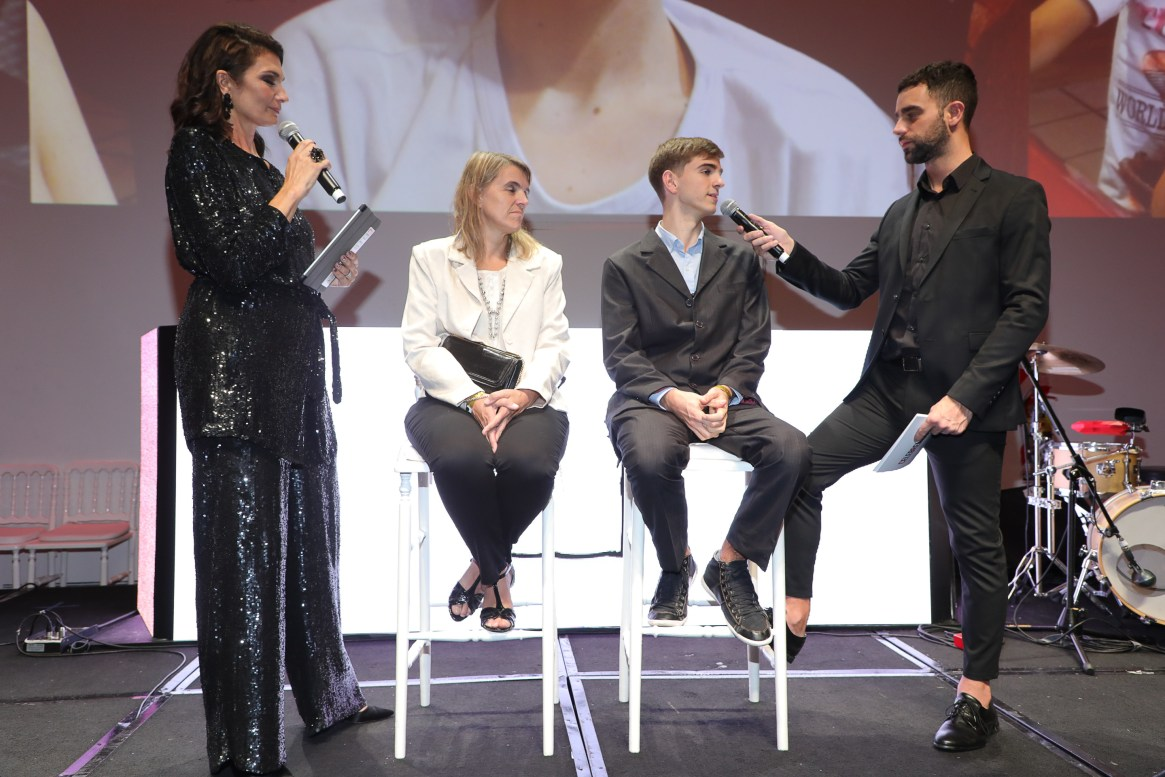 El evento contó con la conducción de Mariana Arias y Diego Poggi