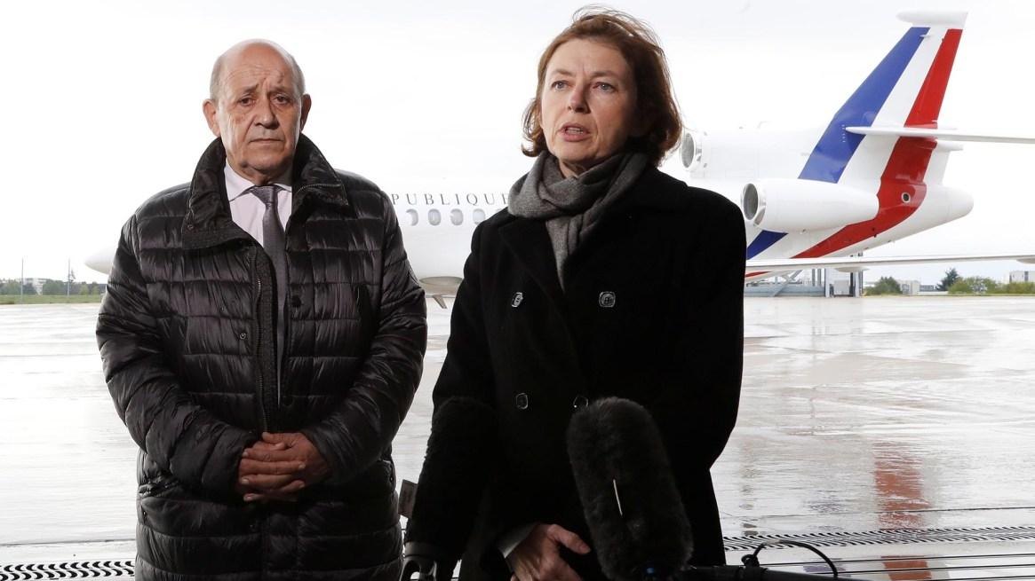 EL ministro del Exterior francés Jean-Yves Le Drian y la ministra de Defensa Florence Parly (Guillot/Pool via REUTERS)