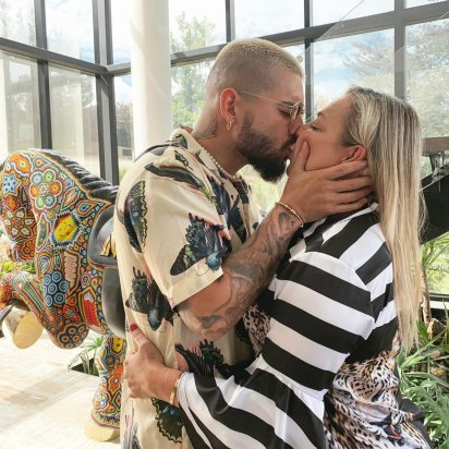 El beso de Maluma y su mamá que desató la polémica (Instagram)