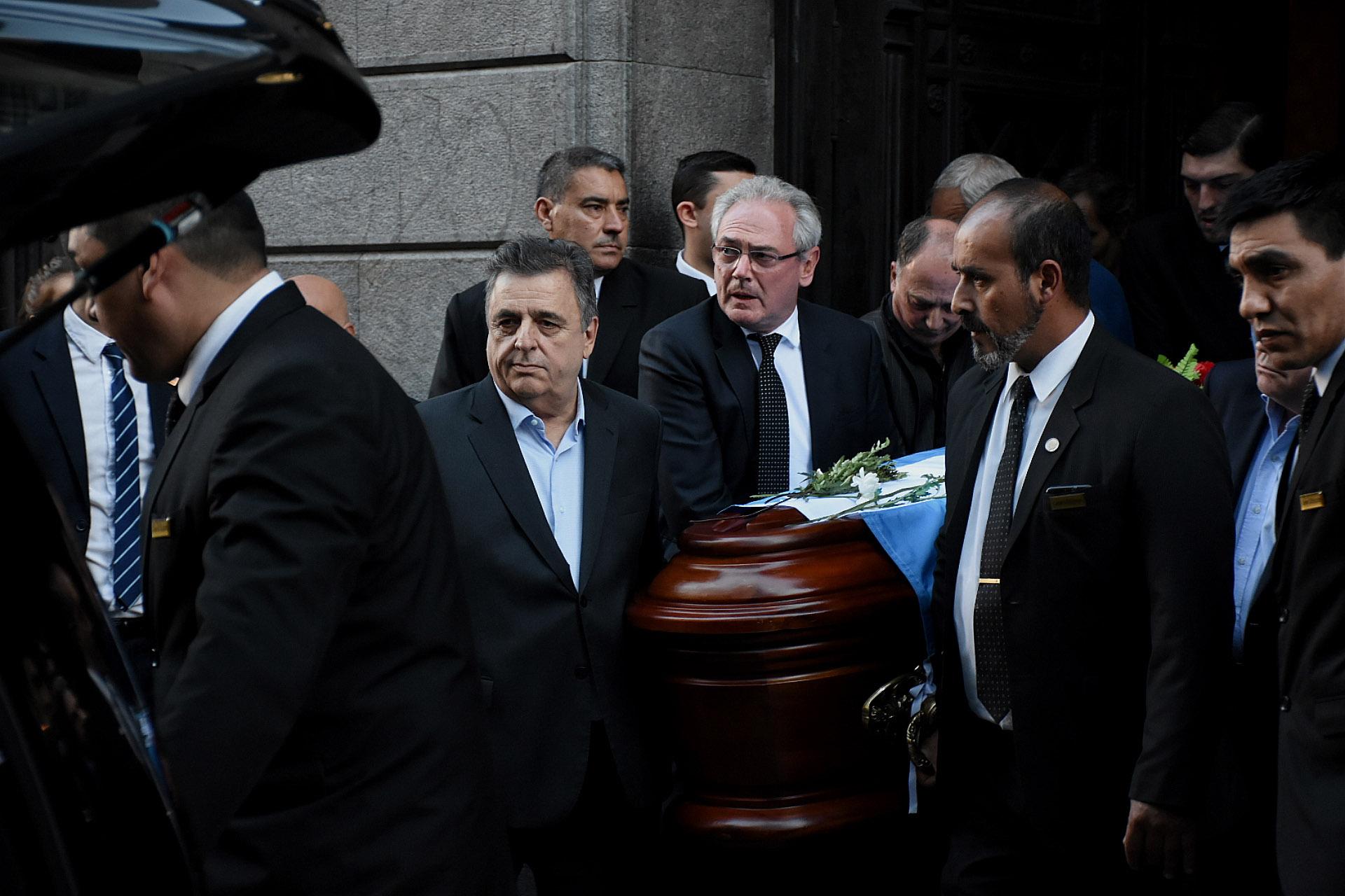 El diputado nacional Mario Negri encabeza el cortejo fúnebre