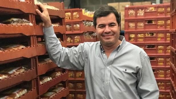 En emprendedor en su actual planta de panificados