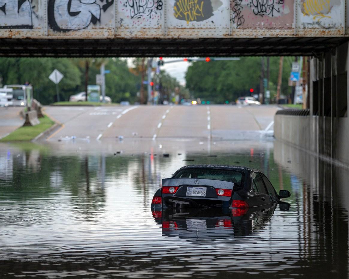 Inundaciones en Carrollton Ave. en Nueva Orleans el domingo, 12 de mayo de 2019. (AP)