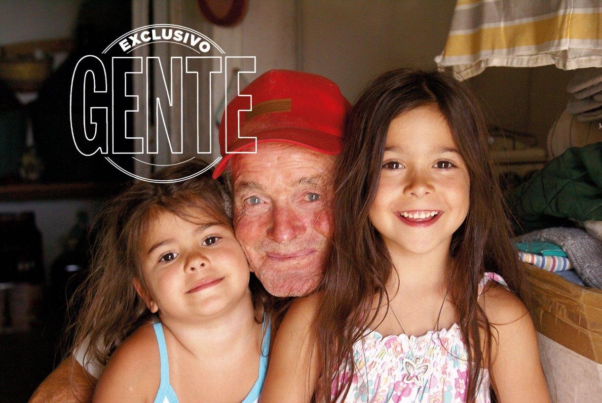 Peppino De Santis, el papá de Donato, con sus dos nietas.