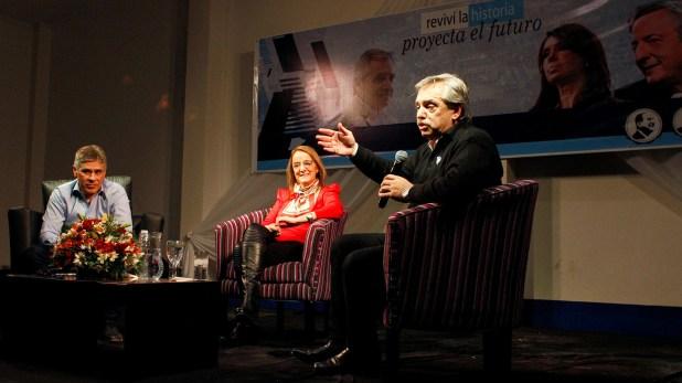 Alberto Fernandez junto al vice gobernador Pablo Gonzalez y la gobernadora de Santa Cruz, Alicia Kirchner