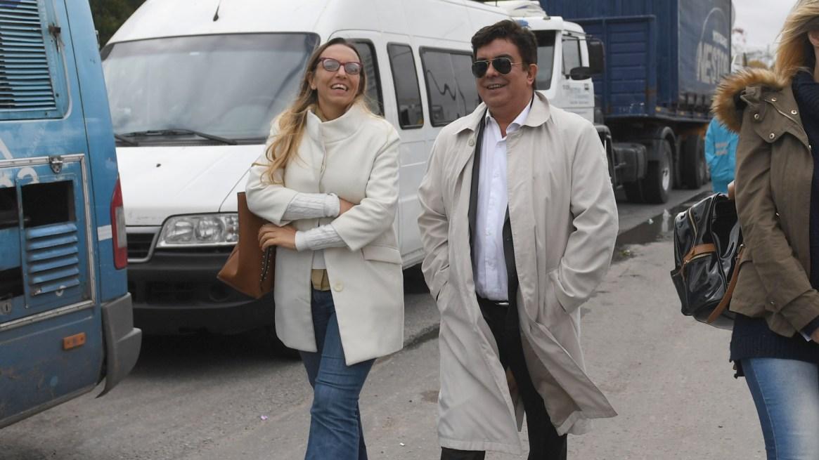 Fernando Espinoza junto a su vocera, Jimena Pérez Estevez