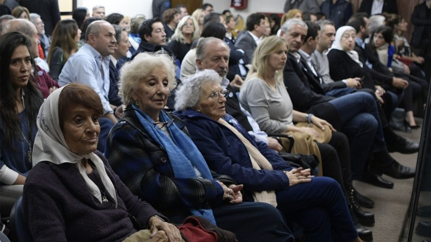 "Taty Almeida (L), a member of the Argentine human rights group ""Madres de Plaza de Mayo"", Estela de Carlotto (2-L), President of Argentina's human rights association ""Abuelas de Plaza de Mayo"" and Lita Boitano, President of ""Families of the Disappeared and Detained for Political Reasons"" attend the first trial of former Argentine President and current senator Cristina Fernandez de Kirchner for alleged corruption offences at the Comodoro Py court in Buenos Aires, on May 21, 2019. - Fernandez de Kirchner is accused of having favored companies owned by businessman Lazaro Baez in Santa Cruz province during her presidency from 2007-15 and that of her late husband Nestor from 2003-07. (Photo by JUAN MABROMATA / TELAM / AFP)"