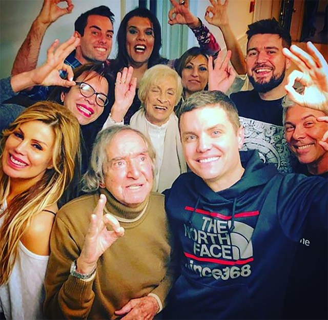 """""""¡¡¡Hoy cumple 94 Carlitos!!! Feliz cumpleaños de parte de El Club del Moro"""", señaló Santiago del Moro en la red social (Instagram)"""