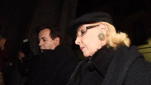 La diva llegó acompañada por su histórico asistente, Héctor Vidal Rivas