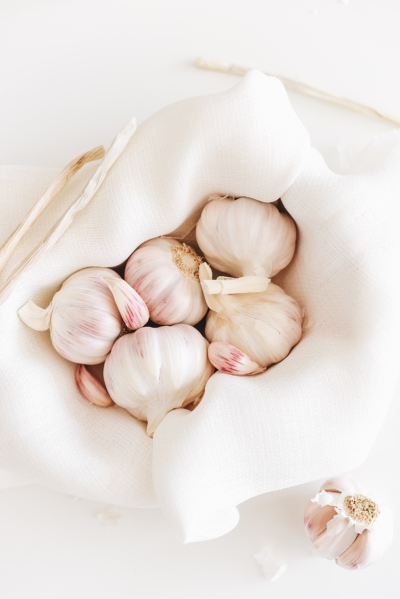 Garlic benefits, garlic uses, garlic side effects, garlic precautions, garlic dosage, garlic recipes.
